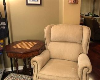super-clean recliner and game table