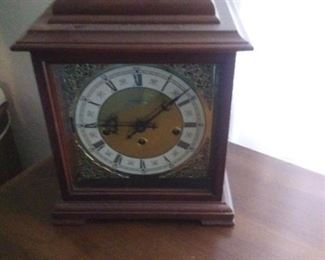 Wind up mantle clock