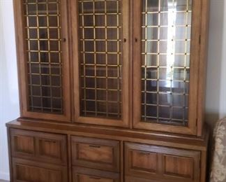 China cabinet/ Excellent condition