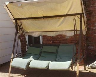 Outdoor freestanding swing