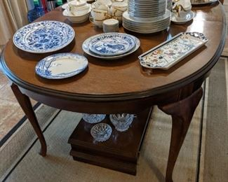 QUEEN ANN DINING TABLE with  2 LARGE LEAVES