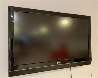 Item 20:  LG TV:  $125