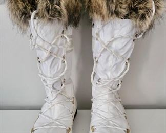 Item 194:  Moon Boots (size 8):  $38