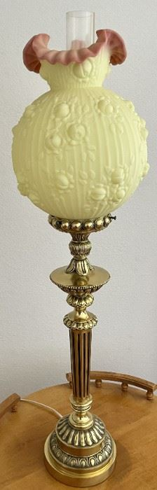 Stunning Heavy Solid Brass Fenton Burmese Satin Glass Rose Lamp (Works)