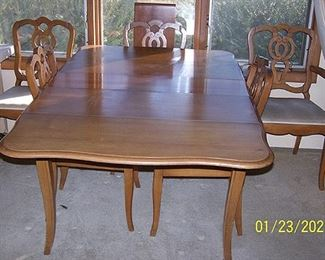 Drop leaf dining table, 1 leaf, 4 chairs, 1 captain's chair