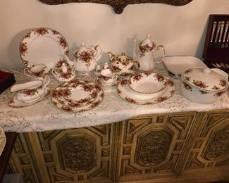 1962 perfect condition unused china. Royal Albert old country roses. Set for 20 people plus serving dishes