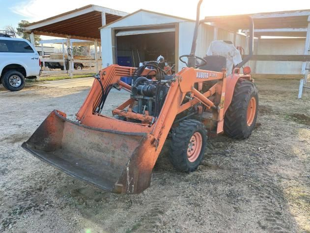 50  Kubota BF300-A  872 Hours engine:  15231-63017  Note: sold on bill of sale from estate only,  sold as is,