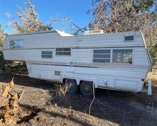 105  18' Wilderness 5th Wheel Camper 1975 Wilderness 5th Wheel Camper Overall Length Is 25' Serial No:  5B04S425S6387 VIN:  3387 Doc Fee:  $70