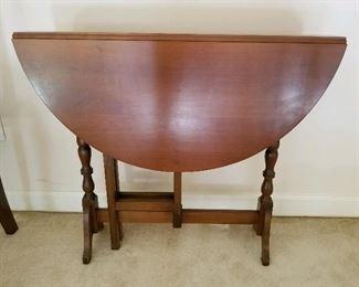 Narrow gateleg dining table