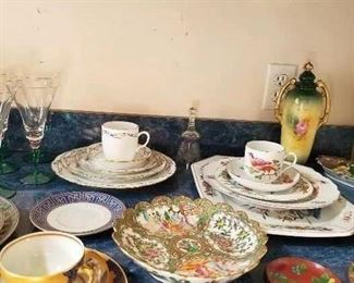 Mottahedeh dinnerware place settings - assorted patterns