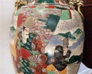 Satsuma vase closeup
