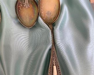 Wendell & Roberts sterling teaspoons, set of 8, in satin lined presentation case. Bright cut decoration on bowl of spoons. Pat'd 1874