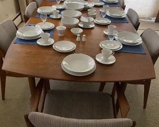 Beautiful mid century modern 11-12 person place setting with serving dishes