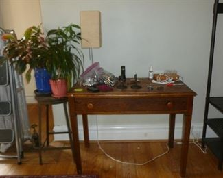 Antique table w/drawer