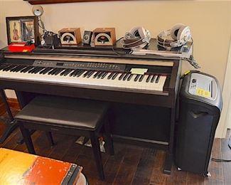Piano: Clavinova Yamaha CLP-130 electric