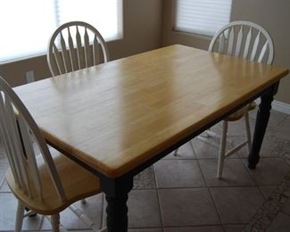 FARMHOUSE DINETTE WITH 3 CHAIRS