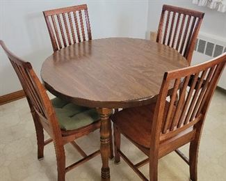 Kitchen Furniture. Asking $100 for Kitchen table and 4 chairs. Like New.