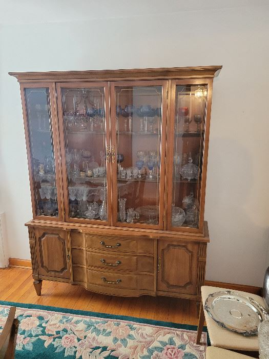 Dining Room Cabinet.  Asking $250 for the complete Dinning Room Set.