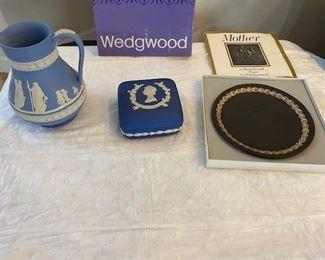 Wedgwood pitcher, Queen Elizabeth II box, Mother black plate