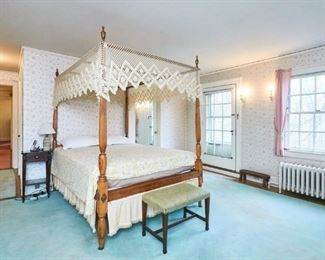 Fantastic Canopy Bed with carved Eagles