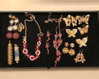 Jewelry overview prices in photos to follow