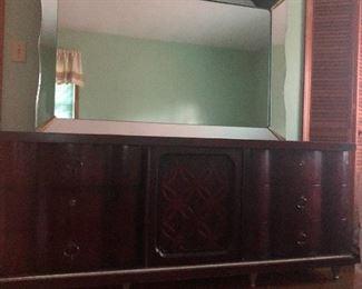 Matching dresser w/mirror.
