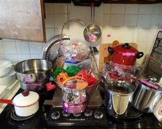 Cookie cutters, pans and racks for oven