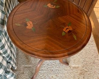 Vintage round table with painted flowers