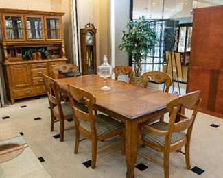 NICE formal dining table, chairs, and hutch.