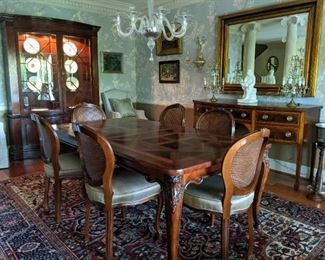 Another view of the dining room - I'm getting hongry!