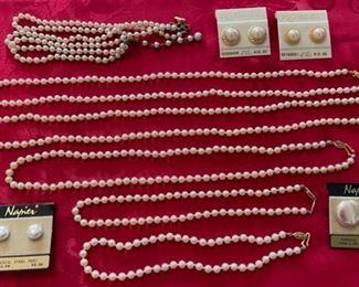 $40.00...........Costume Jewelry (B885)