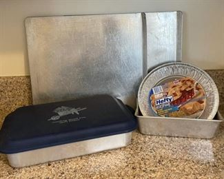 $6.00................Cookie Sheets and more Kitchenware (B102)
