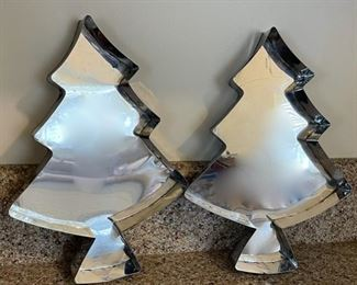 $8.00....................Christmas Tree Cake Pan Set (B104)