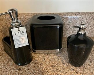 $12.00.....................York Soap Dispenser Bath  Set (B126)