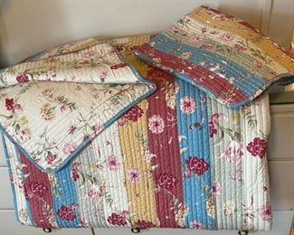 $25.00..................Queen Size Bedspread and 2 Pillow Shams (B180)