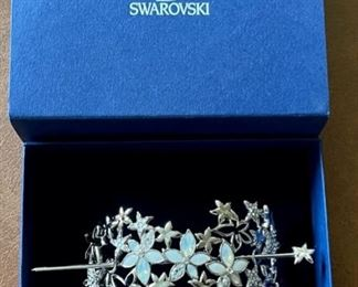 $40.00................Lovely Swarovski Hair Clip with original box (B216)