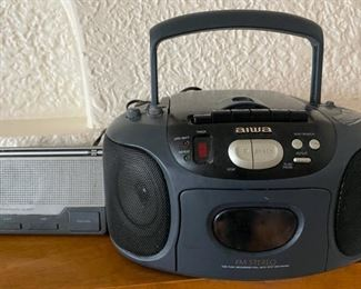 $20.00..................Aiwa Boombox and Radio (B223)