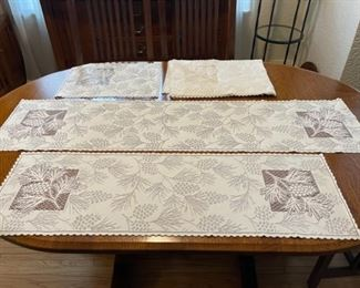 $24.00................Pinecone theme, 10 Placemats and 2 Runners (B347)