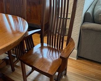 2 Captains Chairs and 4 Side Chairs   (B322)