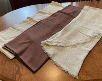 $10.00.....................3 Oval Tablecloths (B401)