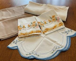 $10.00.................Embroidered Linens (B403)