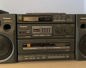 $50.00...............Panasonic Portable Stereo CD System RX-DT680 (B391)