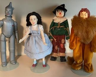 $40.00.............................Wizard of Oz Dolls with Stands (B429)