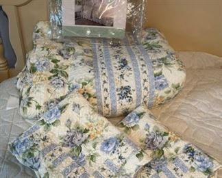 $30.00................Bittersweet Inn 100% Cotton Quilt Set  (B451)