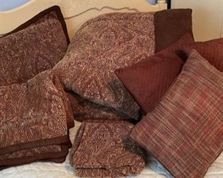 $25.00..................King size set Comforter, 3 shams, 3 pillows and Valance (B460)