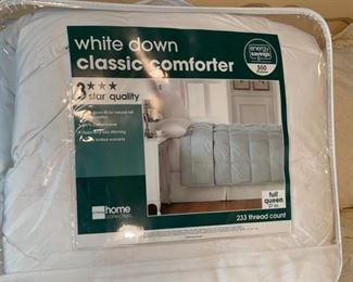$40.00....................Queen Comforter (B465)