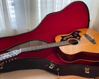 $200.00................Vintage Emperador Guitar With Hard Case (B506)