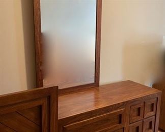 Dresser with mirror: Huntley Furniture (B515)