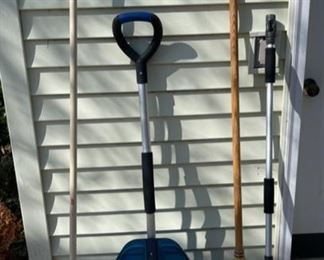 $16.00...................Yard Tools , new shovel (B597)