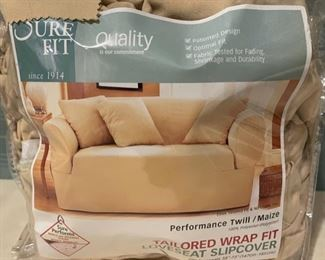 $16.00.....................Loveseat Slipcover with 2 Pillows (B631)